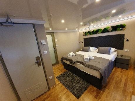 Lower deck cabin