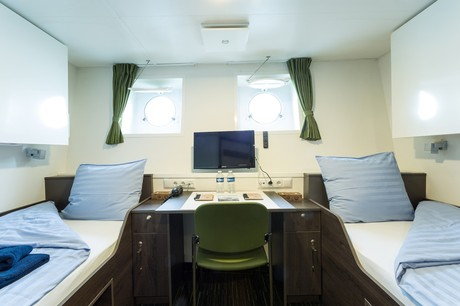 Twin Porthole Deck 3