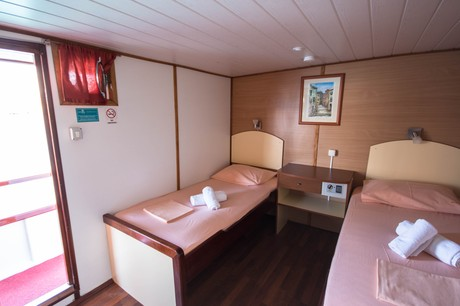 Upper deck cabin