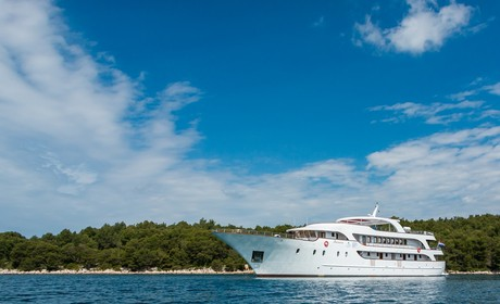 Croatian Deluxe Ships, the ship servicing Dubrovnik to Split Luxury Croatia cruise