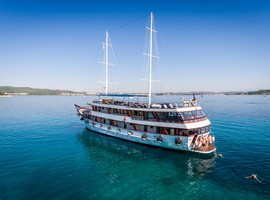 Travel on the MS Paradis