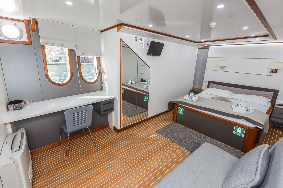 Split to dubrovnik in luxury for Small luxury cabin
