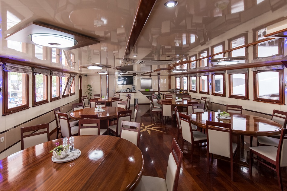 MV DIamond dining room