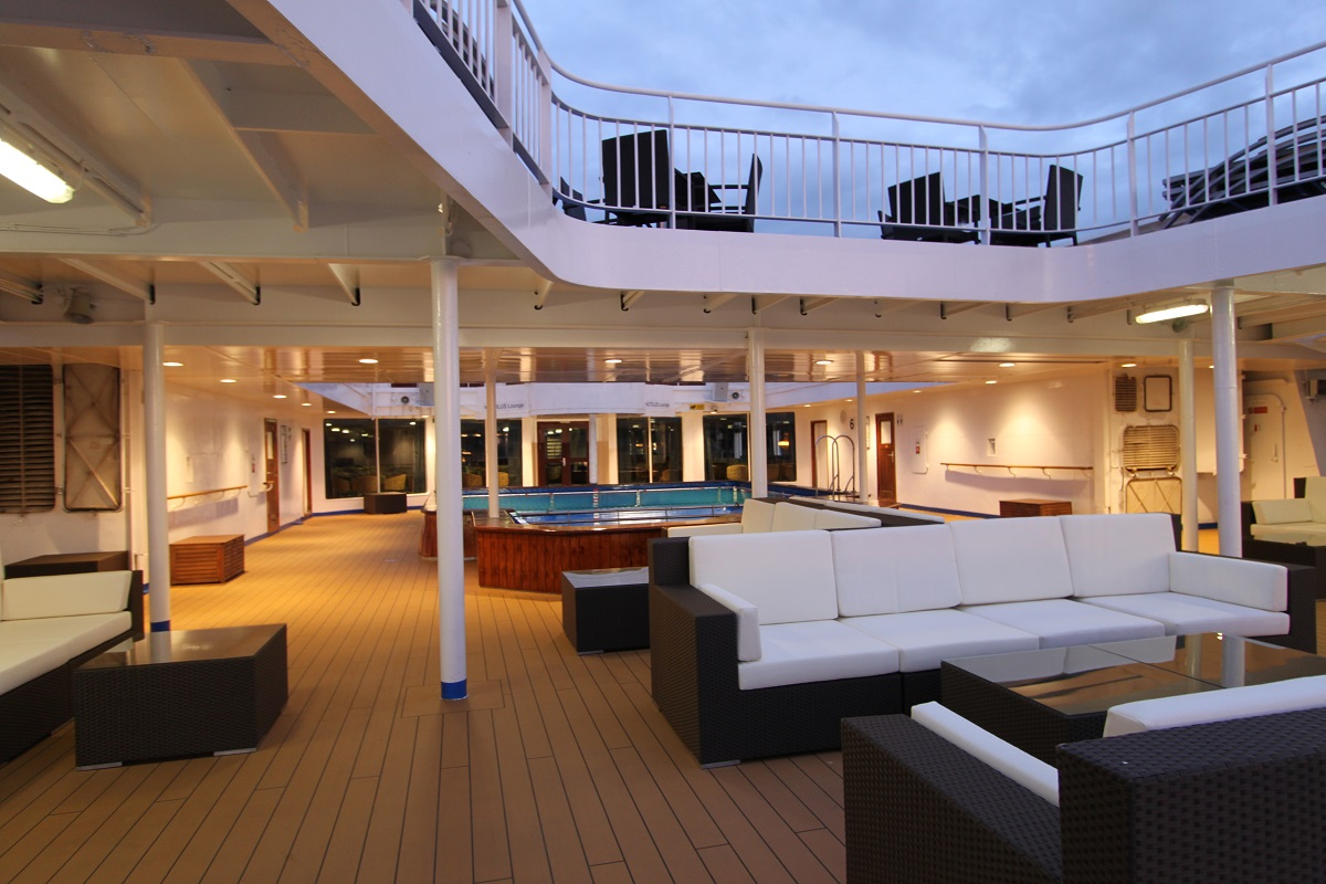 Ocean Endeavour pool deck | The Small Cruise Ship Collection