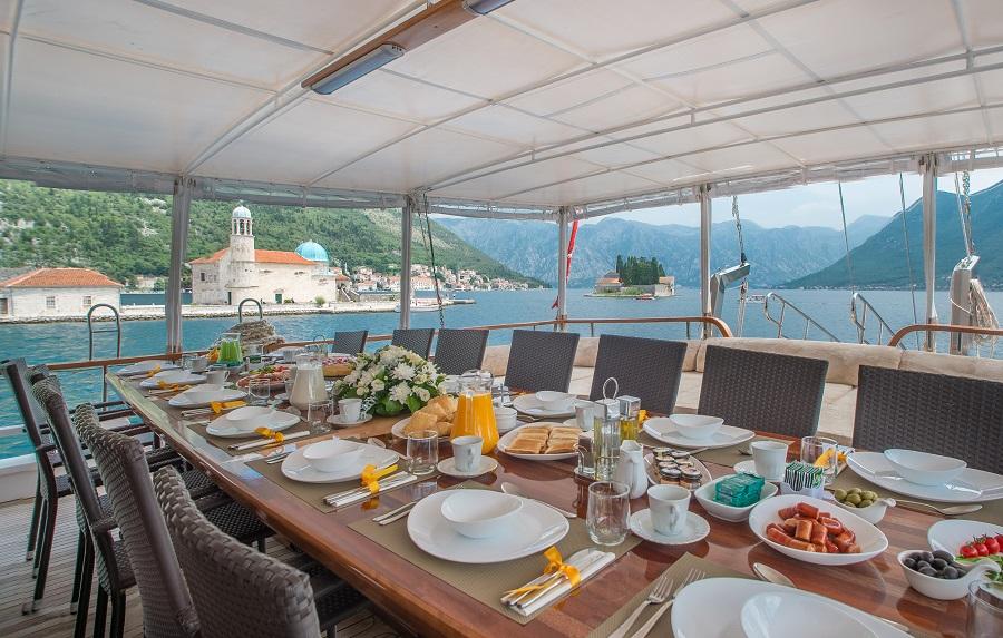Sadri Usta deck dining