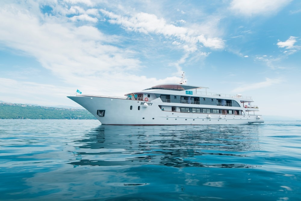 Mv infinity for Luxury small cruise lines